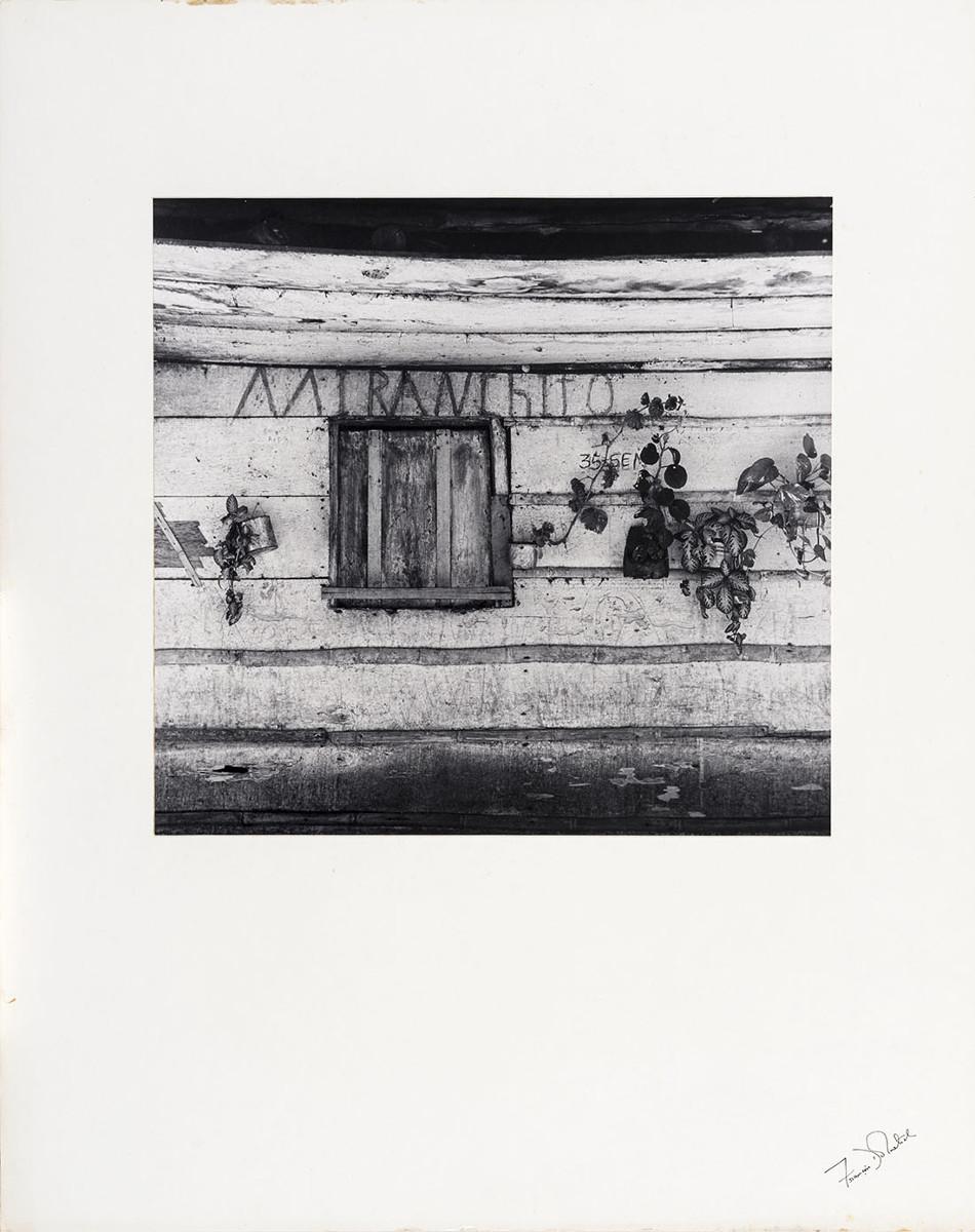 Mi ranchito por François Dolmetsch. Fotografía vintage. Fuente de imagen https://www.banrepcultural.org/exposiciones/ires-y-venires/umbrales